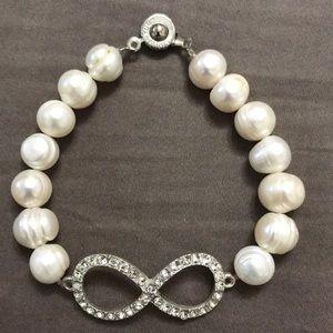Jewelry - Infinity cultured pearls bracelet